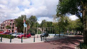 Dit plein in de schilderswijk kent schaduw door de grote bomen
